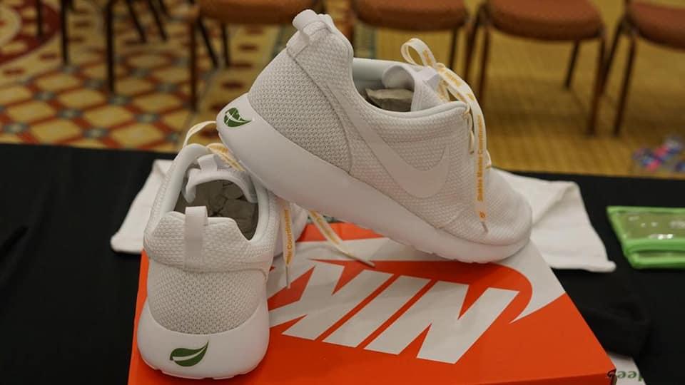 Shaklee Logo Pada  Kasut Nike ?